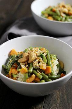Holunderweg 18 | Der vegetarische Foodblog aus Stuttgart: Die Mädchenküche kocht zusammen #1: Curry Grüne Bohnen-Curry mit Süßkartoffel und Cashewkernen