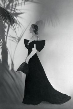 fashion icon Millicent Rogers in a winged dress for Harper's Bazaar in the dress has been said to be both Adrian and Charles James. Photo By Bettmann/Corbis rogers New York Fashion, Retro Fashion, Vintage Fashion, Fashion Styles, Vintage Style, Vintage Couture, Charles James, Studio 54, Vintage Glamour