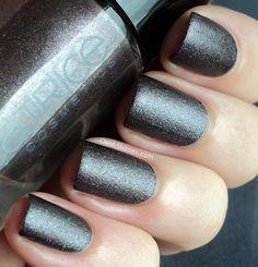 "Catrice ""Steel My Heart"" - dark gray glitter nails"
