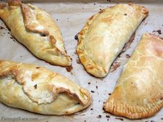 Farmgirl Fare: Recipe: Jamie Oliver's Traditional English Cornish Pasties with Beef, Onion, Potatoes, and Carrots (Jamie Oliver Recipes Parties) Scottish Recipes, Irish Recipes, Beef Recipes, Cooking Recipes, English Recipes, Uk Recipes, Jamie Oliver, Cornish Pastry, Savory Pastry