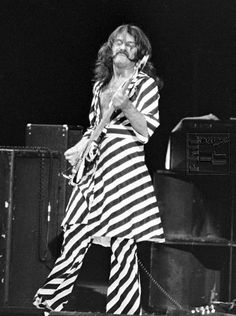 Jeffrey Hammond (July 30, 1946) American guitarist, known from the band Jethro Tull.
