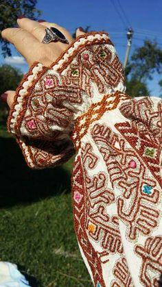 c/o Sanda Luiza Goga Folk Clothing, Smocking, Hand Embroidery, Textiles, Costumes, Traditional, Blouse, Crochet, Beauty