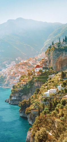 Cinque Terre coastal view in Italy. See the small towns in Italy up close and personal #travelfrases