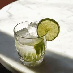 La recette du cocktail Caipirissima #cocktail #bartender #alcool #mixologie #cocktailand Bar Pop Up, Easter Weekend, Cocktails, Drinks, Lime Juice, Tequila, Margarita, Popup, Fruit
