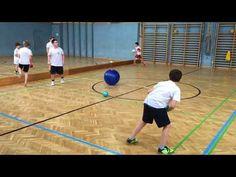 Treibball- Sportunterricht - YouTube Gym Games For Kids, Pe Games, Group Games, Mini Games, Kentucky Basketball, College Basketball, Basketball Players, Basketball Court, Field Day Games