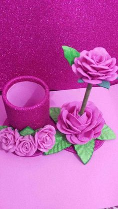 Make these carnations with the paper napkin. Join us! Diy Home Crafts, Diy Arts And Crafts, Crafts For Kids, Twine Flowers, Paper Flowers, Diy Y Manualidades, Pot A Crayon, Ribbon Sculpture, Foam Sheets