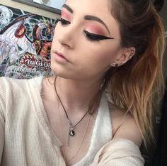 Chrissy costanza eyeliner