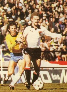 Brazil 1 Austria 0 in 1978 at Mar Del Plata. Action as Brazil labour to beat the underdogs in Group C at the World Cup Finals. Austria, English Football League, The Underdogs, World Cup Final, Finals, Brazil, Baseball Cards, Sports, Action