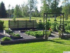 25 Raised Garden Beds That Will Inspire You to Actually Grow Veggies This Yearwindow. Potager Garden, Veg Garden, Vegetable Garden Design, Garden Beds, Gazebos, Dream Garden, Garden Planning, Garden Inspiration, Land Scape