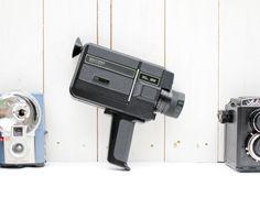 Camera Super 8 de marque Hanimex, modèle Compact XL25, fabriqué au Japon en 1977.  leshappyvintage.fr