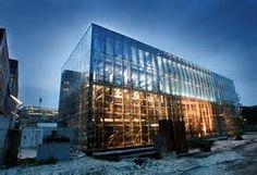 """wet van eenvoud onder de theorie van gestalt. het is een simpel gebouw, vierkant en alleen van glas. """" less is more"""""""