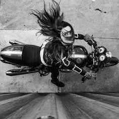 Moto : «old school garage Lady Biker, Biker Girl, Harley Davidson, Cafe Racer Girl, Motorcycle Photography, Photo Vintage, Biker Chick, Vintage Motorcycles, Girls On Motorcycles