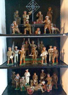 Small Soldiers, Lead Soldiers, Toy Soldiers, Metal Company, Old Toys, Toy Boxes, All Brands, Easel, Toys For Boys
