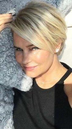 Зрелая блондинка с короткой стрижкой фото