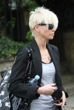 Sarah Harding Hair I like the shorter layers on top. Bob Hairstyles For Fine Hair, 2015 Hairstyles, Cool Hairstyles, Pixie Haircuts, Short Straight Haircut, Short Hair Cuts, Short Pixie, Sarah Harding Hair, Pixie Cut With Bangs