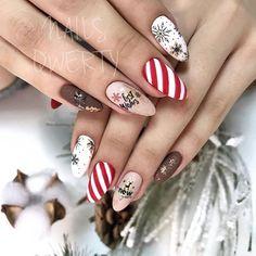 50 Amazing Festive Christmas Nail Art Designs - Best Christmas nails ever Christmas Gel Nails, Holiday Nails, Trendy Nail Art, Stylish Nails, New Year's Nails, Fun Nails, Happy Nails, Mery Chrismas, Crome Nails