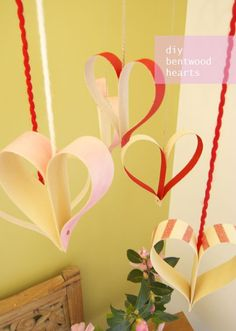 This is such a great idea for Valentines! Decorate your home with these #diy bentwood hearts.
