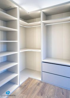 Dressing room modern style walk-in wardrobes by Grupo Inventia Modern wood and plastic compounds Bedroom Built In Wardrobe, Bedroom Closet Design, Master Bedroom Closet, Bedroom Wardrobe, Closet Designs, Corner Wardrobe, Home Room Design, Modern Wardrobe, Wardrobe Closet