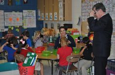 NC Governor Roy Cooper exploring a volcano through Google Expeditions with third grade students.