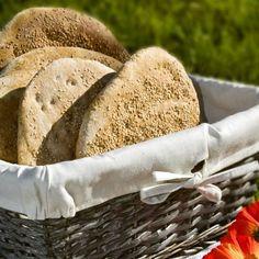 Λαγάνα / Lagana. Συνταγή για την ωραιότερη, σπιτική λαγάνα για την Καθαρά Δευτέρα! #millsofcrete #lagana #greekrecipes#greekfood #easter #bread #λαγανα #πασχα #συνταγες #πασχαλινεςιδεες #πασχαλινεςσυνταγες #ψωμι Easter Recipes, Bread, Food, Breads, Baking, Meals, Yemek, Sandwich Loaf, Eten