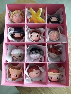 The pink nativity story for the Christmas tree. Put it in a pink box, hope she l Crochet Christmas Ornaments, Christmas Nativity, Christmas Knitting, Christmas Baubles, Christmas Crafts, Nordic Christmas, Modern Christmas, Christmas Tree, Amigurumi Patterns