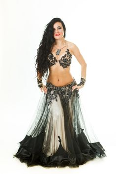 Salam habibes e habibas, hoje vou postar aqui alguns modelos de saias para dança do ventre que acho incrivelmente lindos e que agregam efeitos visuais maravilhosos nas performances, principalmente nos […]