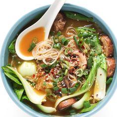 Garlic Noodle Soup with Bok Choy. - Ginger Garlic Noodle Soup with Bok Choy. An easy and healthy lunch or dinner! -Ginger Garlic Noodle Soup with Bok Choy. - Ginger Garlic Noodle Soup with Bok Choy. An easy and healthy lunch or dinner! - The Pure Home . Bok Choy Rezepte, Garlic Noodles, Garlic Soup, Soba Noodles, Spicy Thai Noodles, Korean Noodles, Shirataki Noodles, Zucchini Noodles, Clean Eating