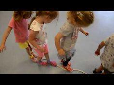 Hrubá motorika a cvičení koordinace pohybu u dětí v předškolním věku a mateřské škole - YouTube Baby, Montessori, Sport, Youtube, Carnavals, Deporte, Sports, Baby Humor, Infant