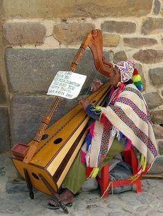 http://WhoLovesYou.ME | #streetmusician #streetperformer Busker, Peru #streetperformer #busker
