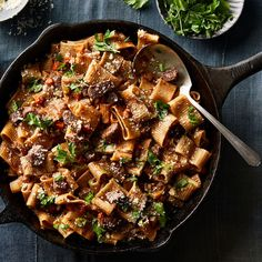 Chuck Roast Bolognese Recipe on that cooks in the oven - even the pasta! Pasta Recipes, Beef Recipes, Dinner Recipes, Cooking Recipes, Cooking Rice, Dinner Ideas, Cooking Ideas, Food Ideas, Pan Cooking
