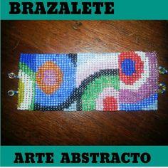 Brazalete Arte Abstracto. Con mostacillas.  Hecho a mano