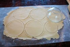 You can also use an upside down bowl, cup or lid as a mold Empanadas Recipe Dough, Empanada Dough, Honduran Recipes, Mexican Food Recipes, Dessert Recipes, Beet And Goat Cheese, Sweet Pastries, Latin Food, Food Processor Recipes