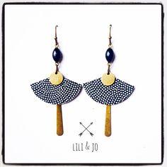 Collection japonaise : boucles d'oreille éventail noires et blanches avec breloques en émail