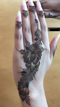 New and Trendy Bridal Mehndi designs 2020 Modern Henna Designs, Floral Henna Designs, Mehndi Designs Feet, Mehndi Designs For Beginners, Mehndi Design Pictures, Mehndi Designs For Girls, Wedding Mehndi Designs, Latest Mehndi Designs, Stylish Mehndi Designs