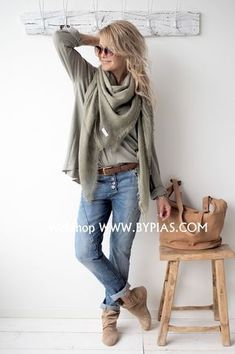Boho fashion 790944753293599994 - BYPIAS Ostuni Schal, KIEFERGRÜN – – – Thick leg, short stature, wide hips … It's not that hard to look eleg Source by eloisebirchh Mode Outfits, Casual Outfits, Fashion Outfits, Womens Fashion, Fashion Trends, Fashion Fashion, Fashion Ideas, Boho Fashion Over 40, Vintage Fashion