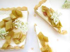 Koláč s rebarborou macerovanou v sherry Desserts, Tailgate Desserts, Deserts, Postres, Dessert, Plated Desserts