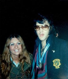 With fan Sandi Miller at the gate of his 1174 Hillcrest Road house in Beverly Hills, CA - Friday, April 23, 1971 | Read an interview with her: http://www.elvisbrasil.com.br/epbrasil/sandimillerenglish.htm Also see: http://www.elvis-collectors.com/candid-central/trousdale.html