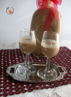 CREMA DI WHISKY: 250 ml. latte condensato, 250 ml. panna, 250 ml. latte, 100 g zucchero, 1 tazzina caffè, 2 cucchiaini cacao amaro, 150 ml whisky