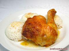Klasické pečené kurča s ryžou. Pri servírovaní môžeme ryžu preliať výpekom. Podávame s kompótom.