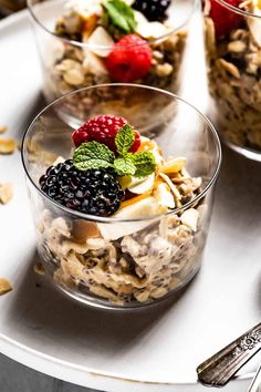 Overnight Muesli recipe for an easy & healthy breakfast. This endlessly customizable recipe is vegan and gluten free. If you like overnight oats, you will love this 5-minute recipe. Tart Recipes, Best Dessert Recipes, Fun Desserts, Cookie Recipes, Holiday Treats, Holiday Recipes, Muesli Recipe, 5 Minute Meals, The Oatmeal