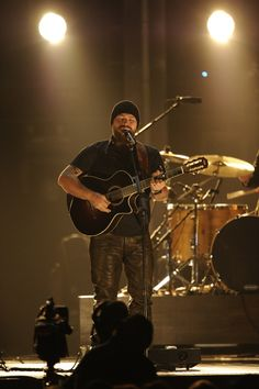 Ultimate Music By Zac Brown Band Stringrays working on new Zack Brown Band Zac Brown Band Tickets, Zac Brown Band Concert, Country Music Quotes, Country Music Artists, Country Songs, In Her Eyes, My Music, Music Life, Music Lyrics