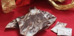 PaleOMG Paleo Recipes Holiday Salted Peppermint Bark Check out the website to see Paleo Dessert, Paleo Sweets, Dessert Recipes, Dessert Cups, Desserts, Primal Recipes, Real Food Recipes, Peppermint Bark, Peppermint Chocolate