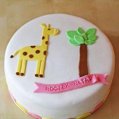 Żyrafa na torcie na pierwsze urodziny