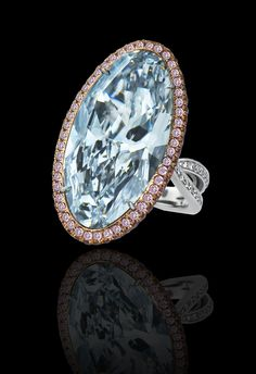 GRAFF. Blue diamond 16.77 carats. 287 stones for a flawless setting.
