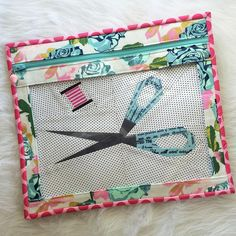 Vinyl window project pouch by Melissa @ Cornbread & Beans Quilting - purchase FPP scissors & thread pattern by Quiet Play here:  https://payhip.com/quietplay