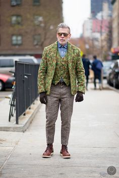 Google 画像検索結果: http://www.mensfashionmagazine.co.uk/wp-content/uploads/2013/01/nick-wooster-camo.jpg