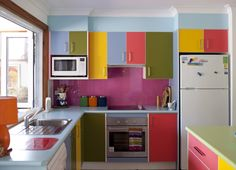 ESCAPE FROM PURL HARBOUR: Knitting professional goes crazy with color in kitchen. Va-va-voom...