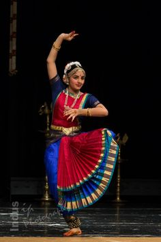 Dance Photography Poses, Still Photography, Dance Poses, Folk Dance, Dance Art, Indian Dance Costumes, Costumes Around The World, Indian Classical Dance, Just Dance