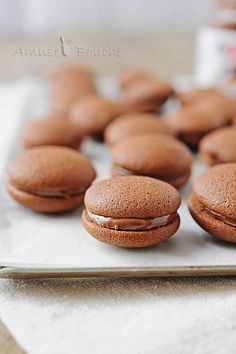 Nutella Whoopies---that's gotta be good! Nutella Cookies, Milk Cookies, Cookies Et Biscuits, Tea Party Desserts, No Bake Desserts, Delicious Desserts, Macarons, Whoopie Pies, No Cook Meals