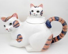 Calico Mama Cat & Kitten Ceramic Teapot Vintage by my3luvbugs